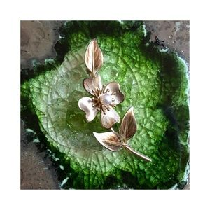 Vintage Gold and Pearl Flower Brooch Pin